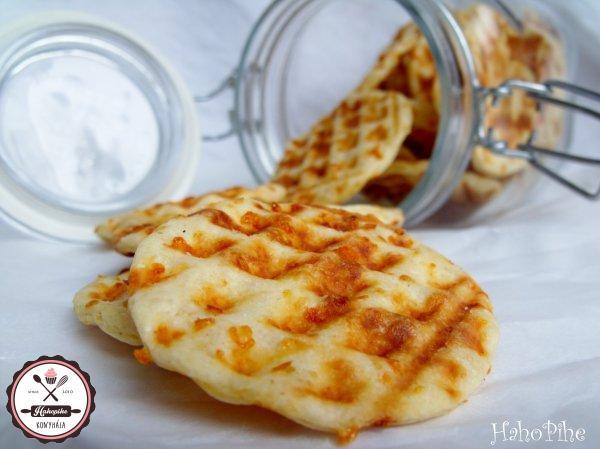 sajtos tallér gofrisütőben